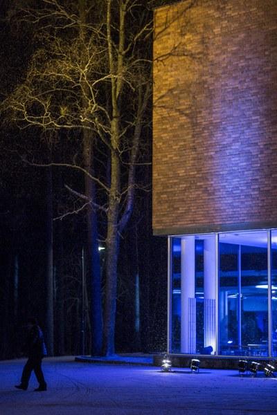 c-rakennus pimeällä2 Iida Liimatainen.jpg