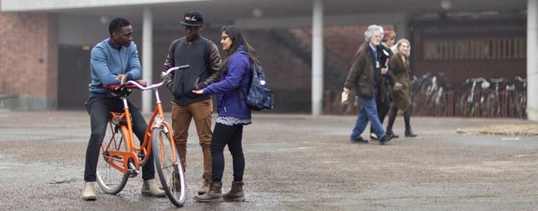 kevät opiskelijat ja polkupyörä2 banneri.jpg