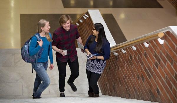 opiskelijat c-rak- portaissa Iida Liimatainen.jpg