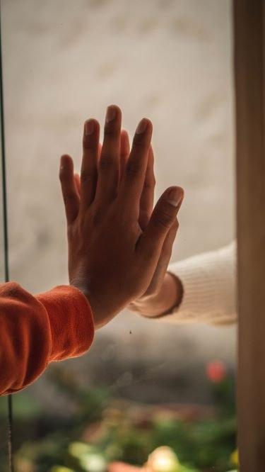 hands, kuva nicolas-ramirez.jpg